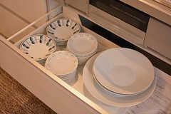 食器類は引き出しに収納されています。(2017-03-06,共用部,KITCHEN,1F)