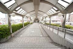 千里丘駅からはスーパー「阪急オアシス」が直結です。(2017-03-06,共用部,ENVIRONMENT,1F)
