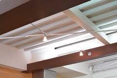 天井はプレートの仕上げです。その分高く感じます。(2016-11-15,共用部,LIVINGROOM,2F)