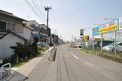JR東海道本線・千里丘駅からシェアハウスへ向かう道の様子。(2011-04-10,共用部,ENVIRONMENT,1F)