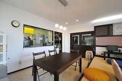 キッチンとの間にはカウンターが設けられています。(2014-01-28,共用部,LIVINGROOM,1F)