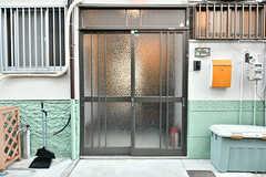 シェアハウスの玄関。(2017-01-18,周辺環境,ENTRANCE,1F)