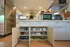食器棚の様子。(2016-08-01,共用部,KITCHEN,1F)