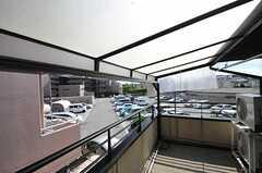 バルコニーの様子2。201号室に近い部分は屋根付きです。(2013-07-18,共用部,OTHER,2F)