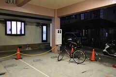 自転車置き場の様子。共用自転車が置かれています。(2017-02-06,共用部,GARAGE,1F)