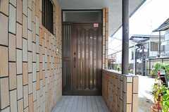 シェアハウスの玄関ドア。(2013-08-22,周辺環境,ENTRANCE,1F)