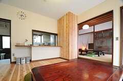 リビングの隣には和室があります。(2013-08-22,共用部,LIVINGROOM,1F)