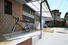 自転車置場の様子。(2013-08-22,共用部,GARAGE,1F)