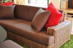 ラタンのソファの様子。(2012-09-13,共用部,LIVINGROOM,1F)