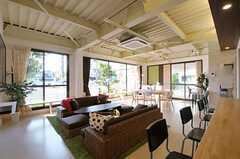 キッチンから眺めたラウンジの様子。(2012-09-13,共用部,LIVINGROOM,1F)