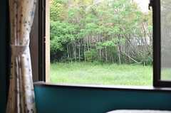 窓の外には緑がいっぱい。(2014-05-16,共用部,LIVINGROOM,1F)