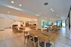 ラウンジの様子4。場所によって天井の高さが異なります。(2017-08-09,共用部,LIVINGROOM,1F)