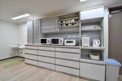食器棚の様子。食器棚には共用のコップやグラスが収納されています。(2017-08-09,共用部,KITCHEN,1F)