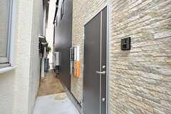 シェアハウスの玄関。(2016-05-25,周辺環境,ENTRANCE,1F)
