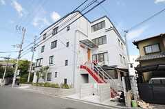 建物の外観。3、4Fがシェアハウスです。(2013-10-18,共用部,OUTLOOK,1F)