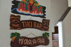ハワイの雰囲気満載のプレートが並びます。(2013-06-24,周辺環境,ENTRANCE,2F)