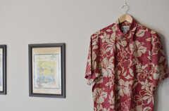 アロハシャツがアクセント。(2013-06-24,共用部,LIVINGROOM,2F)
