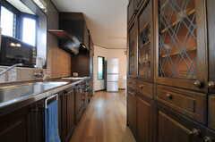 キッチンの様子2。収納たっぷりです。(2013-06-24,共用部,KITCHEN,2F)