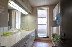 脱衣スペースを兼ねています。(2013-06-24,共用部,BATH,2F)