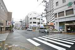 駅前にはスーパーや飲食店が並びます。(2015-07-07,共用部,ENVIRONMENT,1F)