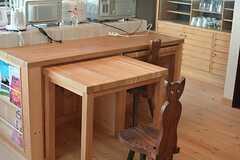 テーブルは引き出して使うことも出来ます。(2015-03-18,共用部,LIVINGROOM,2F)