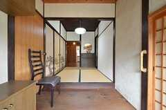 玄関から見た内部の様子。次の間が設けられています。(2016-02-15,周辺環境,ENTRANCE,1F)