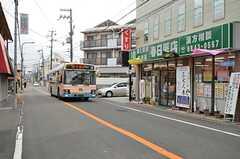 最寄りのバス停までは徒歩3分ほどです。(2016-02-15,共用部,ENVIRONMENT,1F)