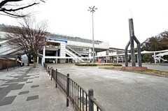 大阪モノレール線・柴原駅の様子。駅前はバスターミナルです。(2016-02-15,共用部,ENVIRONMENT,1F)