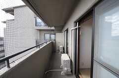 ベランダは703号室とつながっています。(7014号室)(2012-12-19,専有部,ROOM,7F)