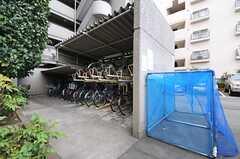 自転車置き場とゴミ置き場の様子。(2012-12-19,共用部,GARAGE,1F)