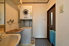 洗濯機と乾燥機の様子。(2017-10-12,共用部,LAUNDRY,1F)