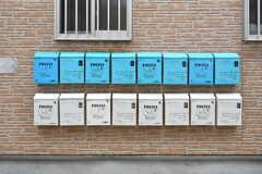 部屋ごとに設けられた郵便受け。(2019-10-17,周辺環境,ENTRANCE,1F)