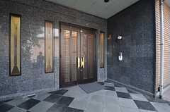 玄関ドアの様子。(2014-10-16,周辺環境,ENTRANCE,1F)