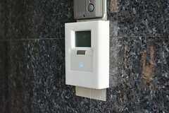 玄関の鍵はセンサー式。(2014-10-16,周辺環境,ENTRANCE,1F)