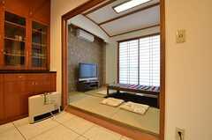キッチンからは和室にアクセスできます。(2014-10-16,共用部,LIVINGROOM,1F)