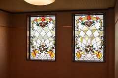 踊り場のステンドグラス。(2014-10-16,共用部,OTHER,2F)