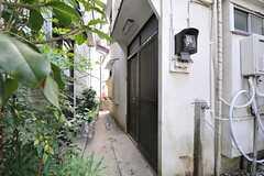 シェアハウスの正面玄関。(2012-08-24,周辺環境,ENTRANCE,1F)