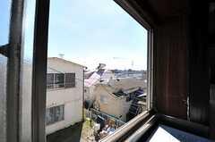 窓から見た外の景色。建物の隣は空き地です(2012年8月現在)。(203号室)(2012-08-24,専有部,ROOM,2F)