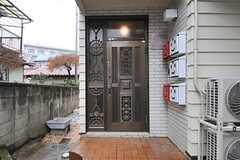 シェアハウスの玄関。(2014-03-20,周辺環境,ENTRANCE,1F)