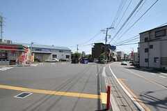 最寄りのコンビニ周辺の様子。(2013-04-22,共用部,ENVIRONMENT,1F)