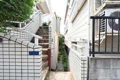 1階と2階にそれぞれ玄関があります。(2017-07-20,共用部,OUTLOOK,1F)