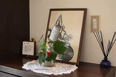 靴箱の上には絵や植物が飾られています。(2017-07-20,周辺環境,ENTRANCE,1F)