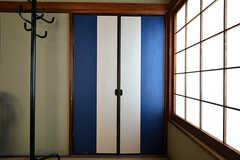 収納扉はモダンなテイスト。(203号室)(2017-07-20,専有部,ROOM,2F)