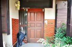 シェアハウスの正面玄関。(2009-06-17,周辺環境,ENTRANCE,1F)