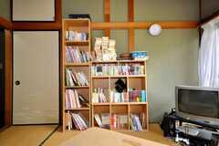 本棚の様子。本は入居者さんの持ち寄り。(2009-06-17,共用部,OTHER,1F)