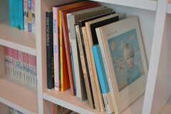 デザイン書が多く並んでいます。(2020-03-17,共用部,LIVINGROOM,2F)
