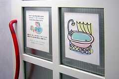 シャワールームの貼り紙。(2007-12-11,共用部,BATH,1F)
