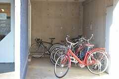 自転車置場の様子。(2013-11-06,共用部,GARAGE,1F)