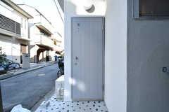 東棟の玄関ドア。(2020-03-16,周辺環境,ENTRANCE,1F)