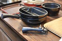 カウンターテーブルには、IHクッキングヒーターや焼肉グリルパン、フライパン、鍋等が収納されています。(2017-01-11,共用部,OTHER,1F)